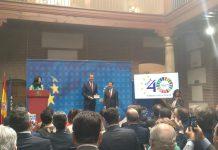 El Rey recibe el Bastón de Alcalde y la Llave de Oro del Municipalismo