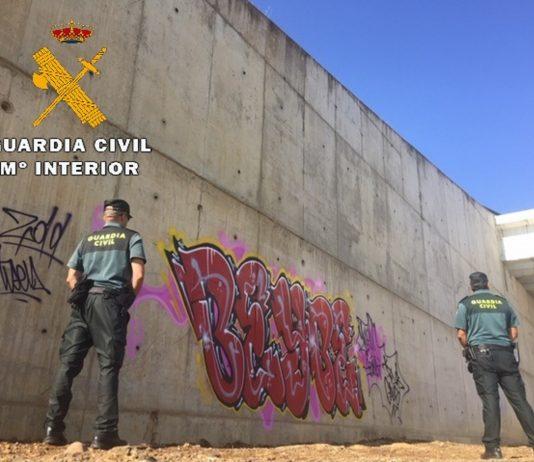 La Guardia Civil denuncia a un hombre por realizar pintadas