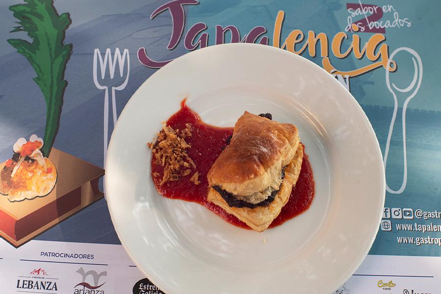 Hojaldre de morcilla con pimientos dulces y cebolla ~ Restaurante Casado