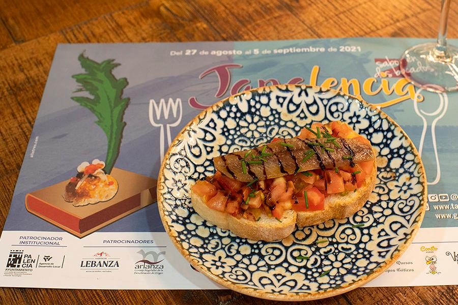 Lomo de sardina ahumada con tomate natural y toque balsámico ~ Rivera 13